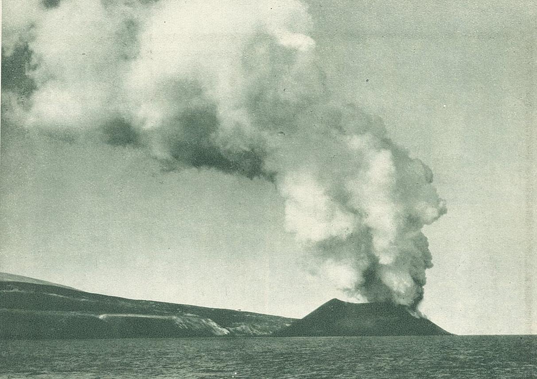 写真2:北千島に誕生した新島