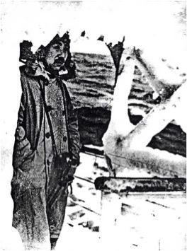 写真1. 結氷している快鳳丸船上の武富船長